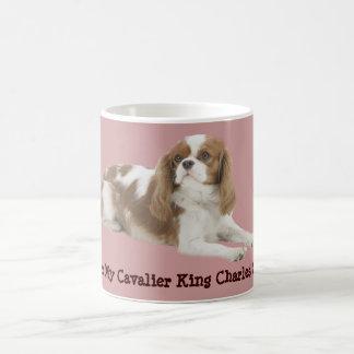 Taza arrogante del perro de aguas de rey Charles