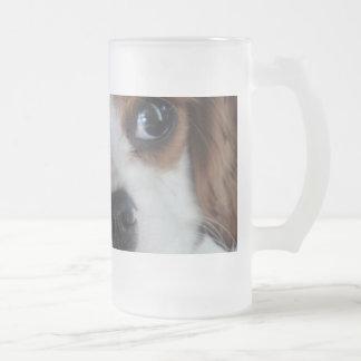 Taza arrogante del vidrio del perrito de rey