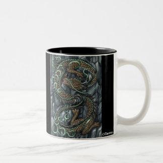 Taza asiática del dragón de la tierra del este
