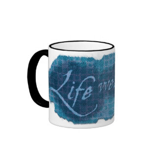 Taza azul bien empleada del lema de la vida