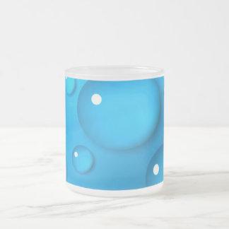 Taza azul con Wassertropfen