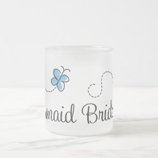 Taza azul de la dama de honor del boda de la marip