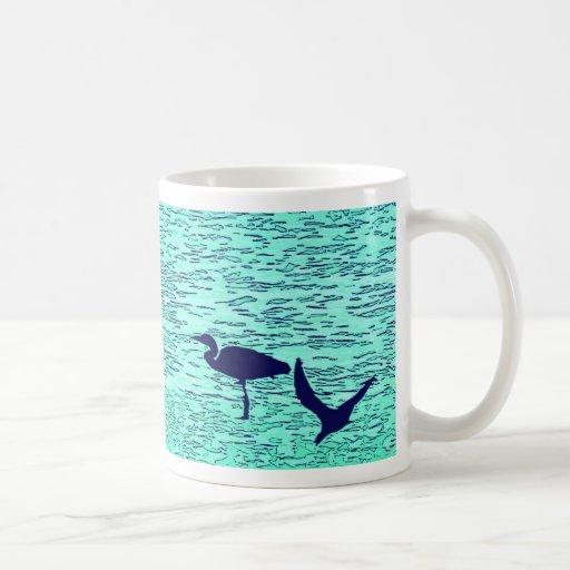 Taza azul de la garza de la aguamarina