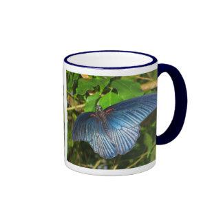 Taza azul de la mariposa