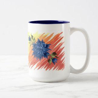 Taza azul de las flores. (TwoTone)