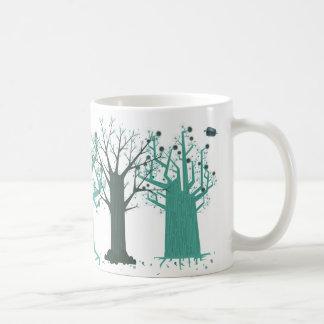 Taza azul de los árboles