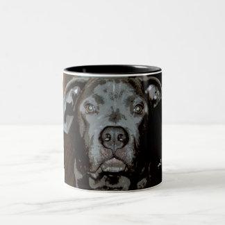 Taza azul de Terrier de pitbull de la nariz