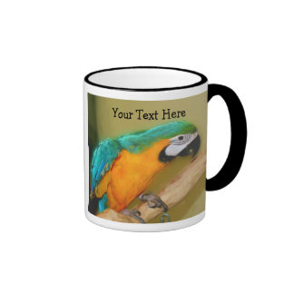 Taza azul del animal del loro del Macaw del oro