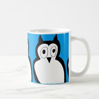 taza azul del búho