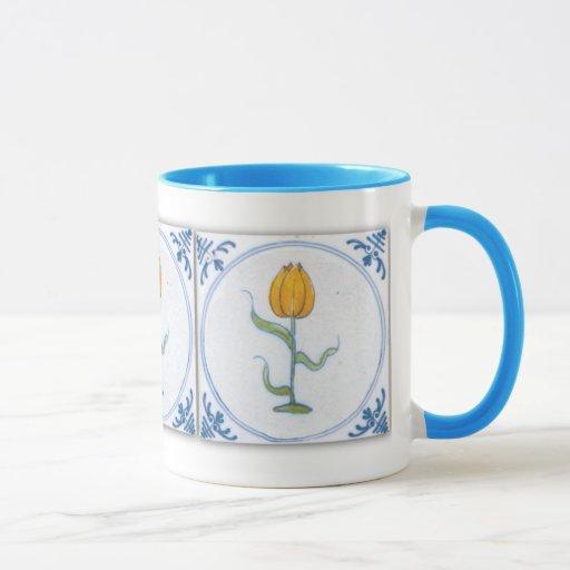 Taza azul del café con leche del arte de la teja