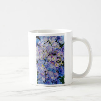 Taza azul del café con leche del Hydrangea