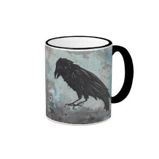 Taza azul del cuervo