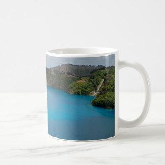 Taza azul del lago