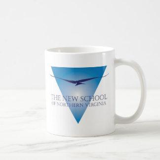 Taza azul del logotipo del triángulo
