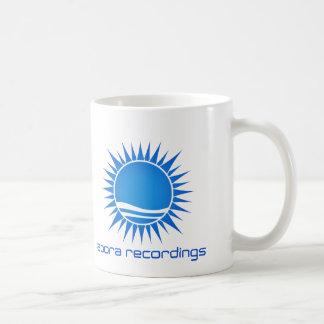Taza Azul-en-Blanca de las grabaciones de Abora