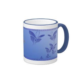 Taza azul suave de la mariposa
