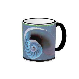 Taza azulverde del espiral del nautilus