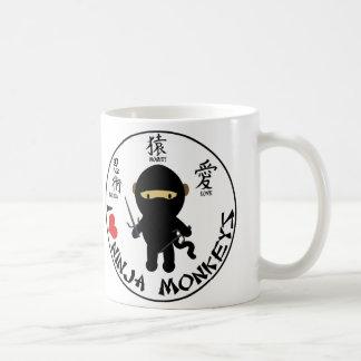 Taza básica - monos del ninja del amor de I