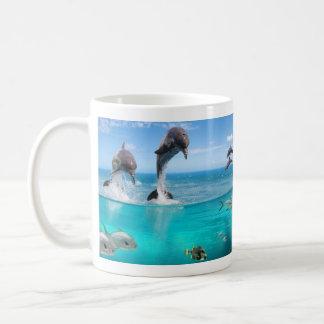 Taza blanca básica de la fauna marina taza básica blanca