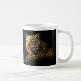 Taza blanca básica del leopardo salvaje
