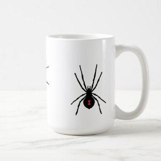 Taza blanca clásica de la araña de la viuda negra