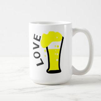 Taza blanca clásica de la cerveza del amor