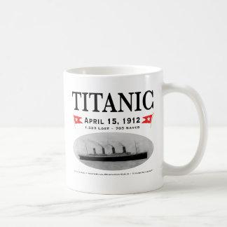 Taza blanca clásica de la nave titánica del