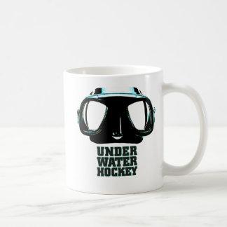 Taza blanca clásica del hockey subacuático