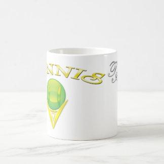 Taza blanca clásica del logotipo del tenis