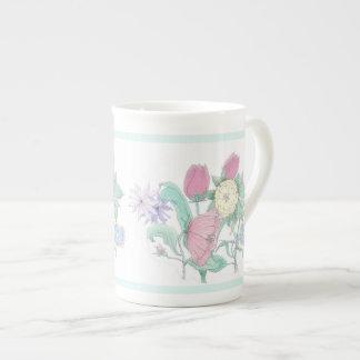 Taza blanca de la porcelana del ramo inglés del ja