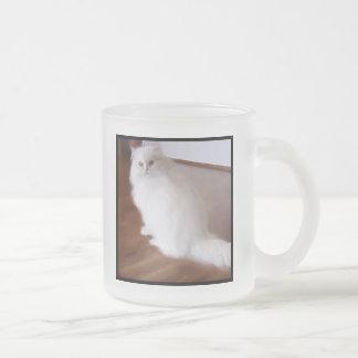Taza blanca del gato persa