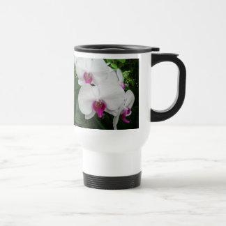 Taza blanca del viaje de la orquídea