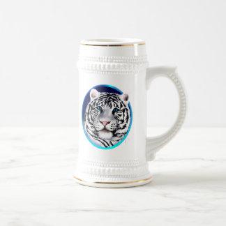 Taza blanca enmarcada de la cara del tigre