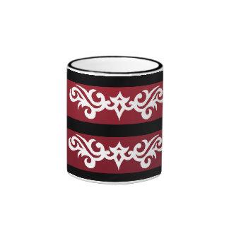 taza blanca roja de la forma