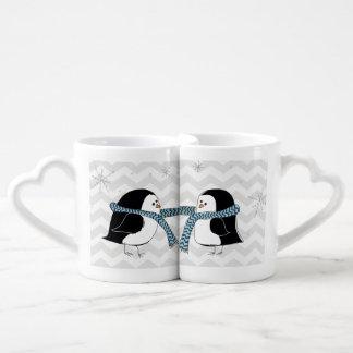 Taza caliente de los amantes de los pingüinos tazas amorosas
