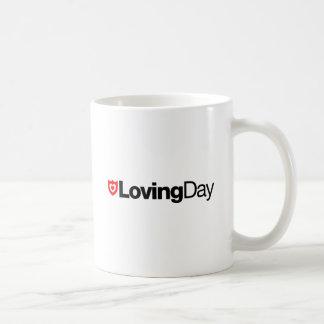 Taza cariñosa del logotipo del día