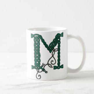 Taza céltica de la letra M (derecha)