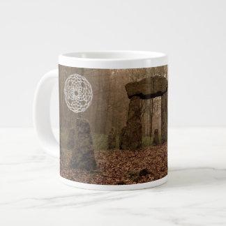 Taza céltica del diseño - el círculo de piedras taza grande