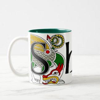 Taza céltica del dragón del mandingo