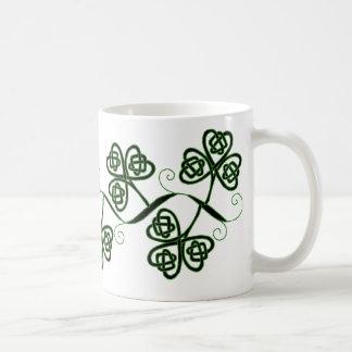Taza céltica del trébol del nudo en negro y verde