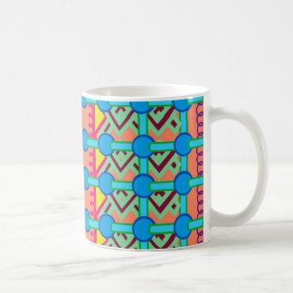 Taza clásica con diseño geométrico colorido