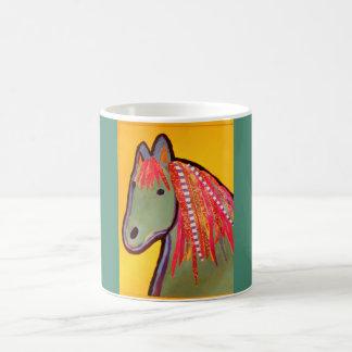 Taza clásica con diseño lindo del caballo