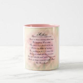 Taza color de rosa delicada del día de madre con