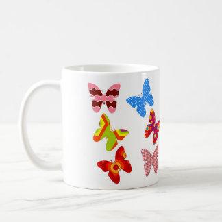 Taza colorida de la mariposa
