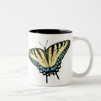 Taza colorida de la mariposa de Swallowtail del ti