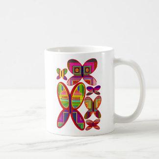 Taza colorida de las mariposas