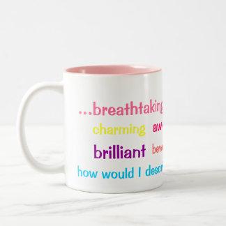 Taza colorida de los adjetivos del café