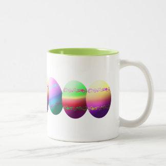 Taza colorida de los huevos de Pascua Taza Dos Tonos