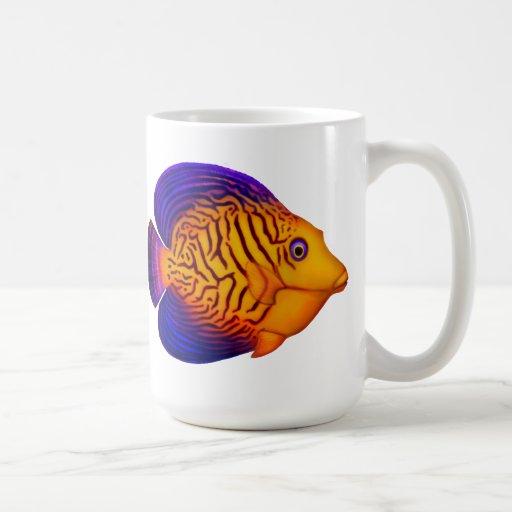 Taza colorida de los pescados del filón de Chevron