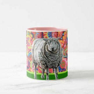 Taza colorida del arte de las ovejas